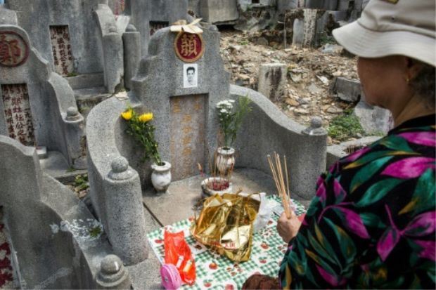 Chinese communities worship ancestors on Tomb Sweeping Day - ASEAN/East Asia
