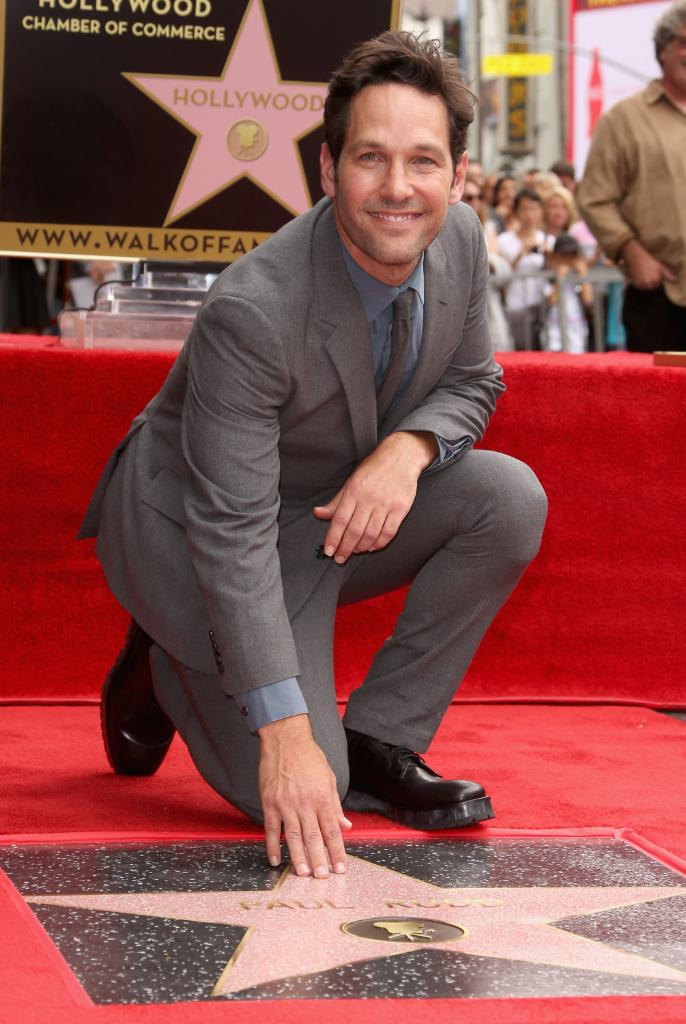 Happy Birthday to Paul Rudd! What's your favorite @AntMan moment? https://t.co/Jj54MNFGDo