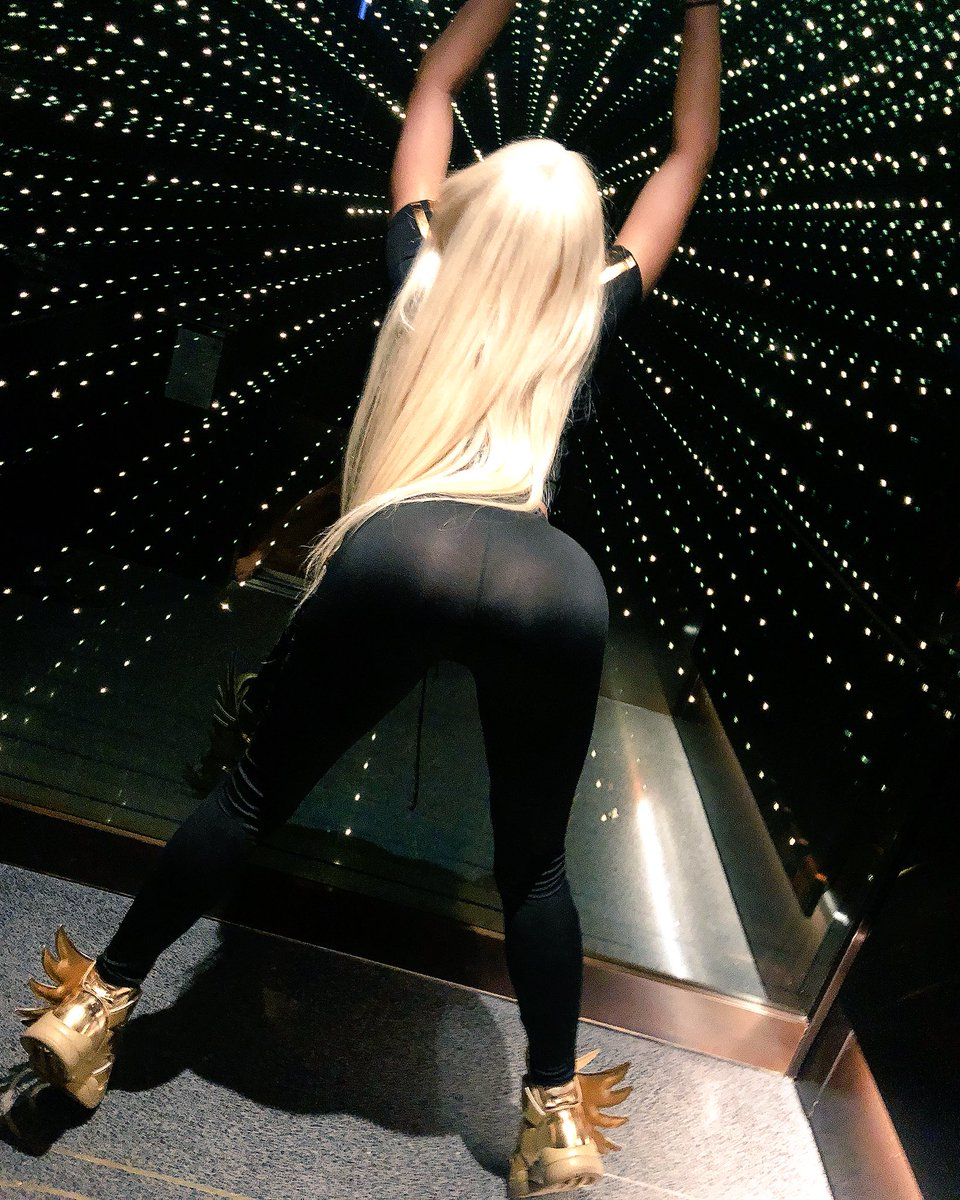 Can you Fuck me to the Stars ?? #RT if you wanna get in here with me ?? Lil3oE4JO8