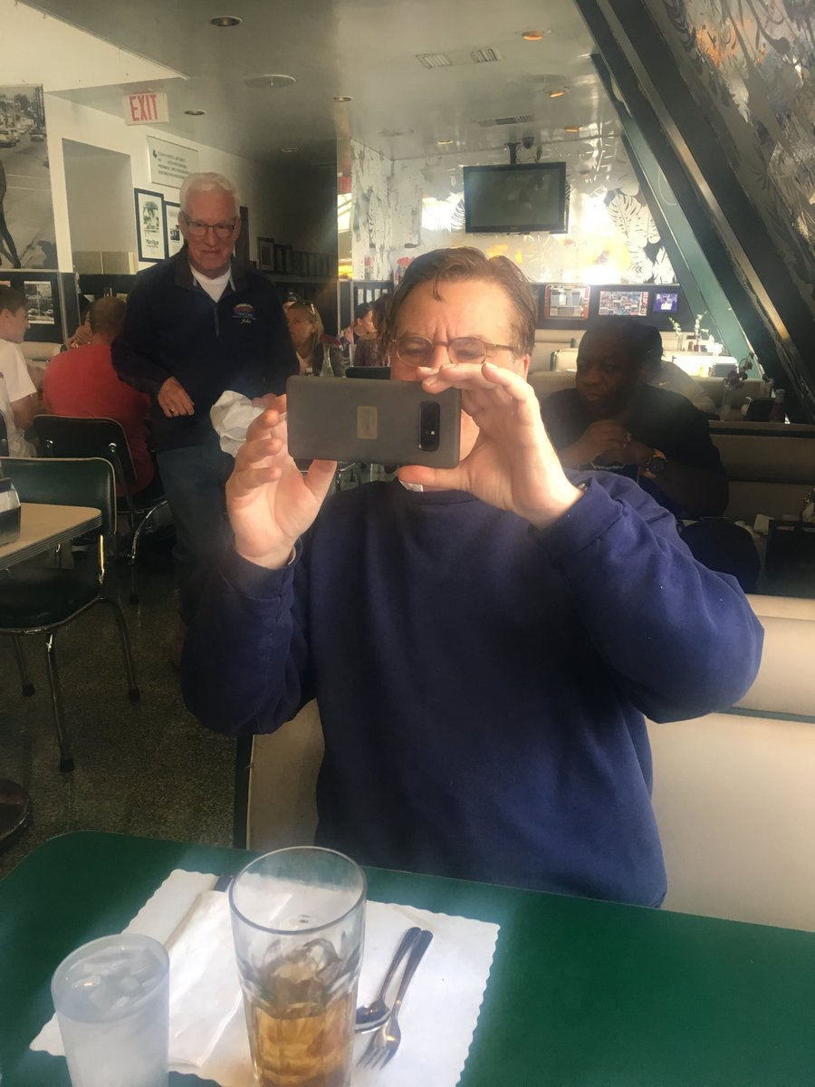 When you have lunch with Aaron Sorkin and a fan asks him to take the picture ???????? https://t.co/pqCA1MSLJK