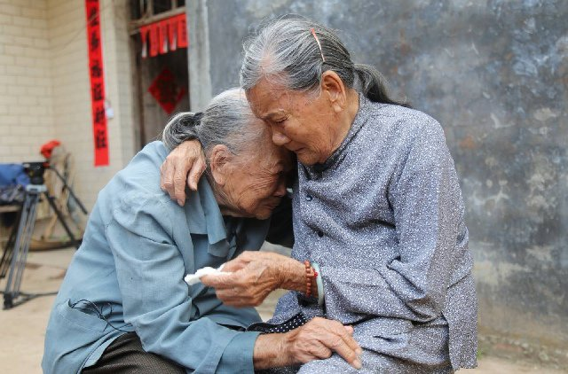 Chinese sisters reunite after 79-year war separation