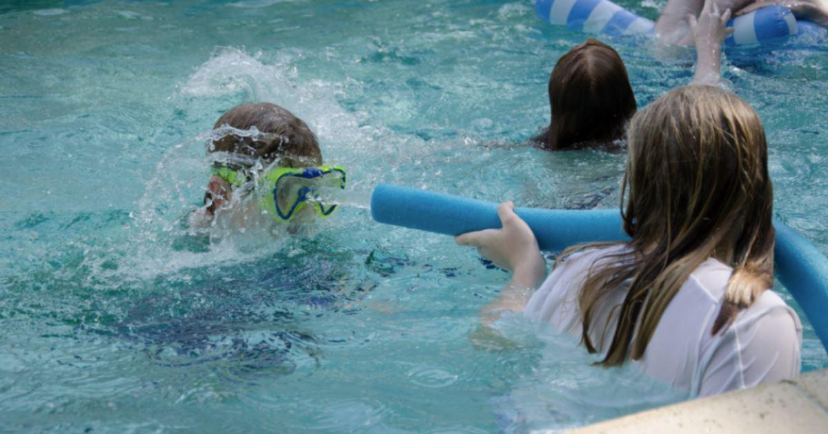 Вредна ли хлорка в бассейне беременным 50