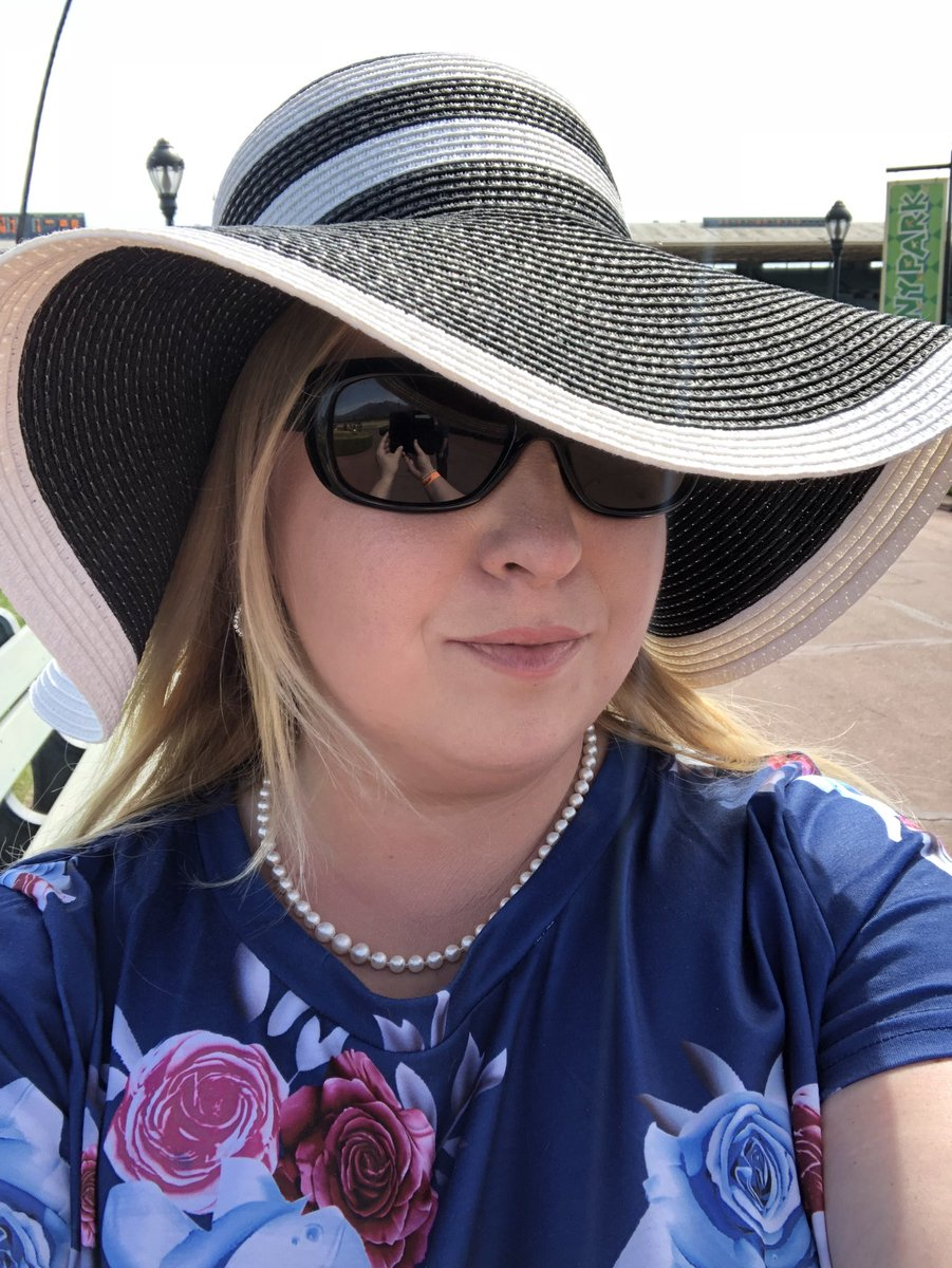 The horse races were fun this past weekend. I need to learn how to bet properly... K4Di