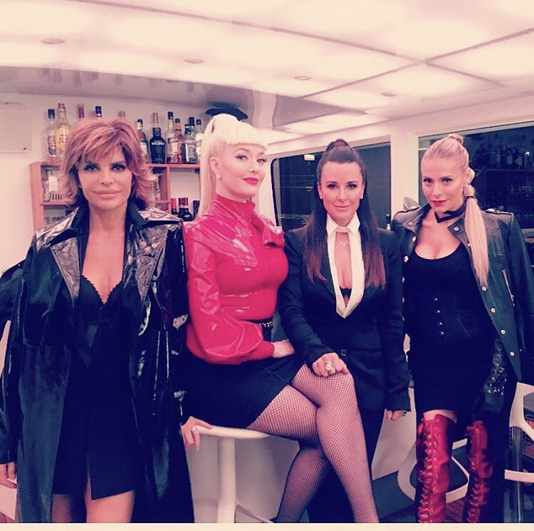 TONIGHT. #RHOBH. BERLIN. ON A BOAT. BABY. ???????????? @Bravotv https://t.co/uX9dQJDqg7