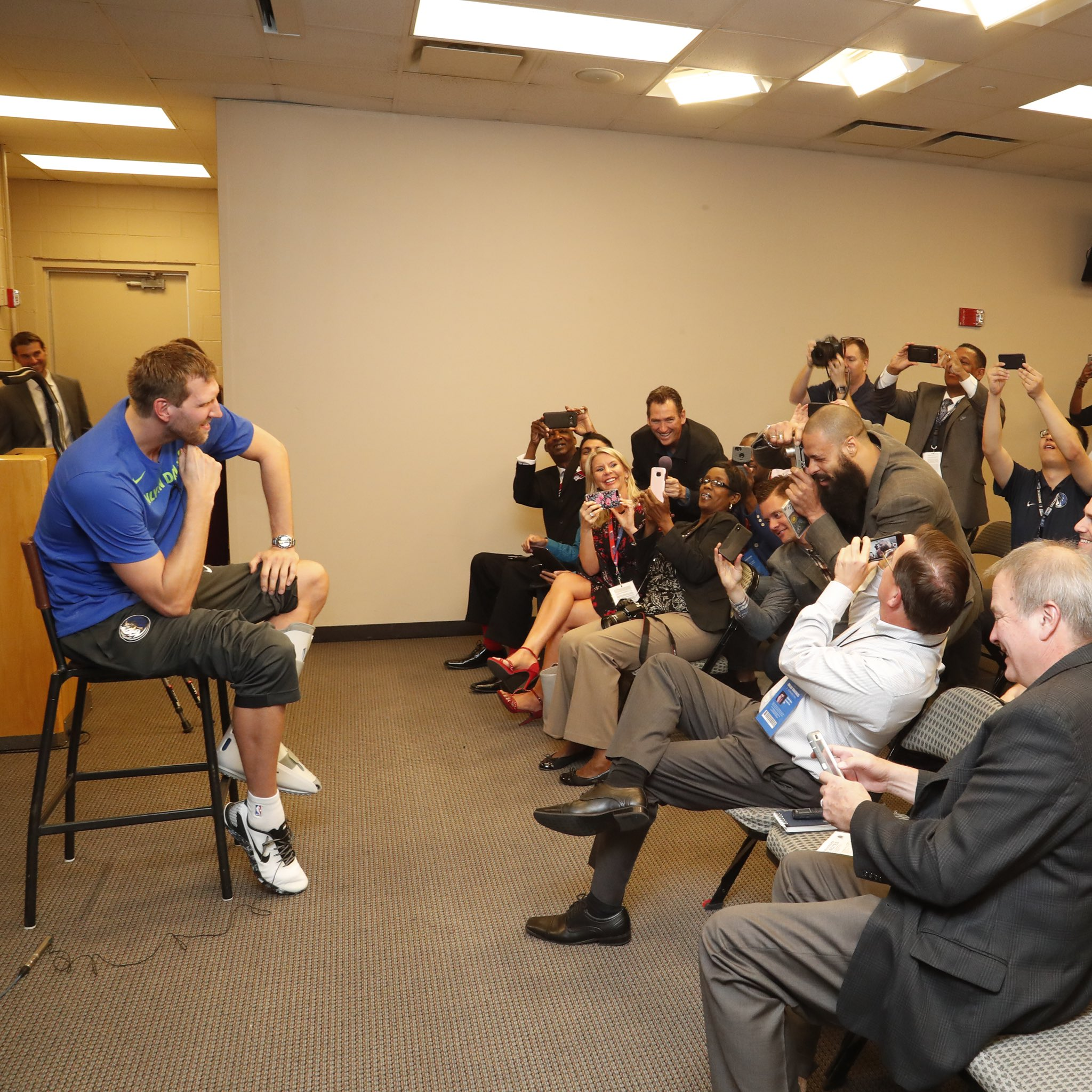 Special guest behind the lens at @swish41's exit interview! �� https://t.co/H7MfVY5xKR