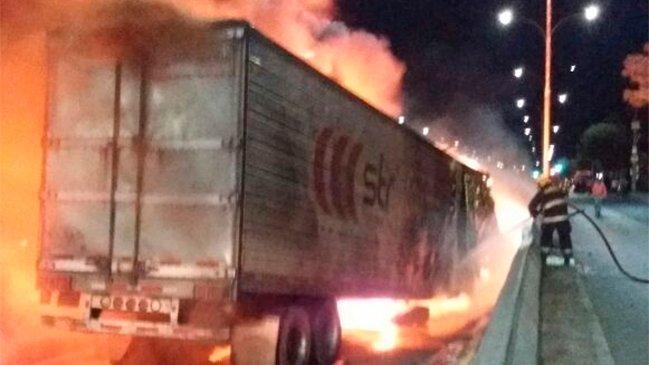 Buin: Camión se incendió tras  buin