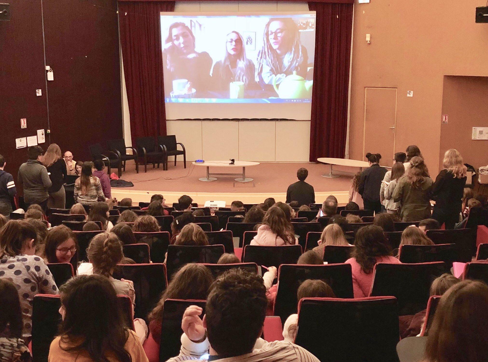 🌋 Dans le cadre du Printemps des Collégiens, des élèves de Bourges et du Cher ont eu la chance de poser leurs questions à @LucieElisaJulie ainsi qu'au directeur du #PDB2018 ! En partenariat avec le Conseil Départemental du Cher. https://t.co/rgAmzTakbv