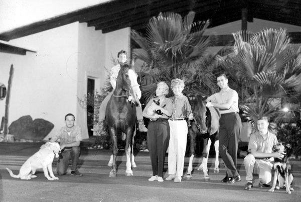 RT @AllThingsMarx: #HarpoMarx & his family at 'El Rancho Harpo',Palm Springs 1961#NationalPetDay https://t.co/yj4EjkclWl
