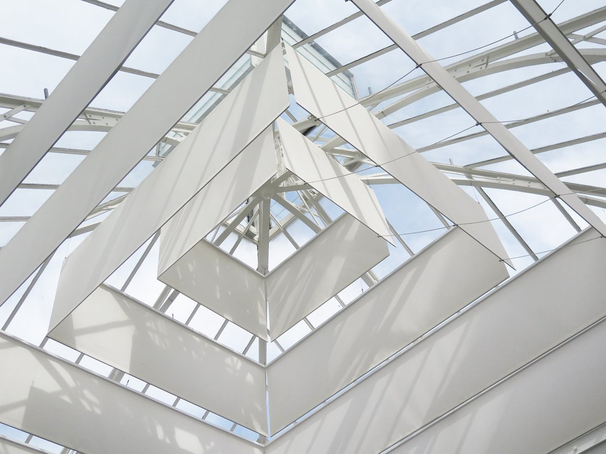 #APC スタジオ パリマダム通り ガラス張りの大屋根 デザイン: #LaurentDerooArchitecte https://t.co/Jn8mwStnJb