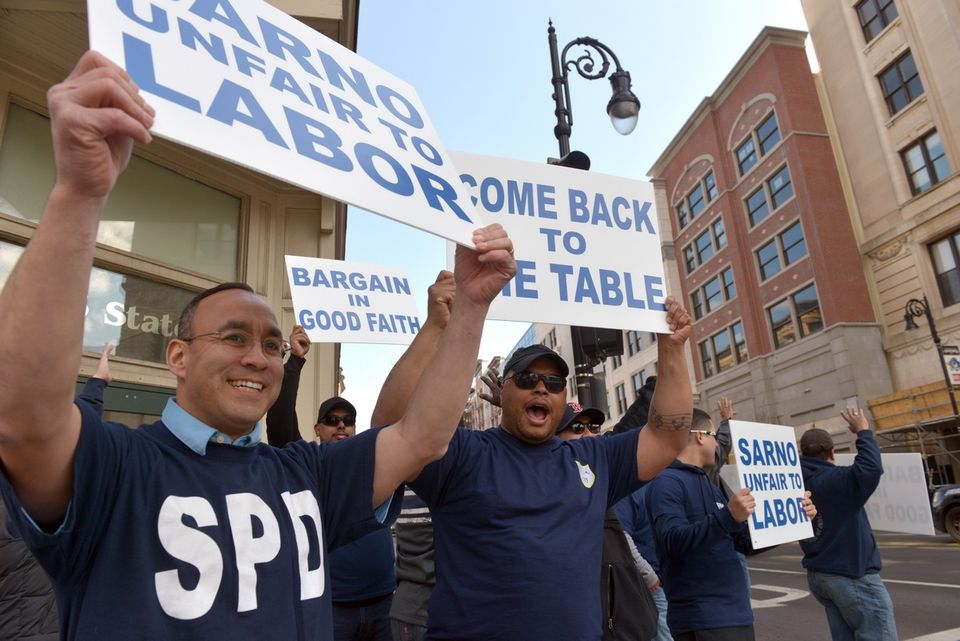 Off-duty Springfield police protest stalled contact talks in downtown rally (photos, video)