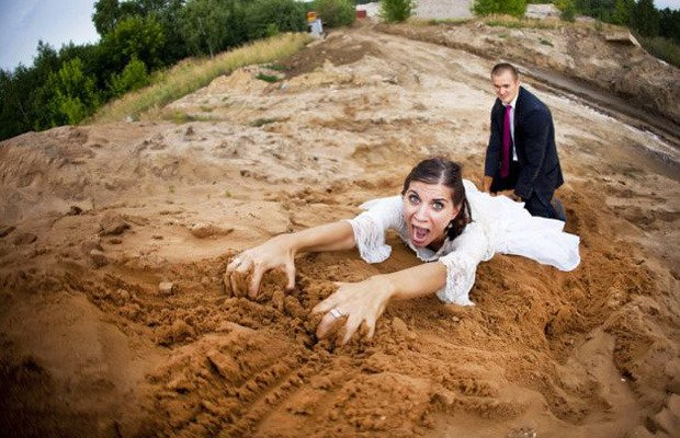 WTF Wedding Photos of all Time! See All Pics here >> https://t.co/v6h96mgn4a https://t.co/7pdgqeOHnc
