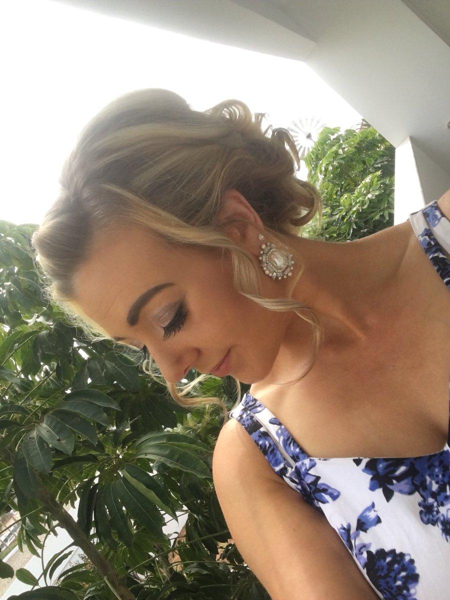 1 pic. GOOD MORNING! #holiday #hair #summer #dress 💛💛💛 KA69HeZFhZ