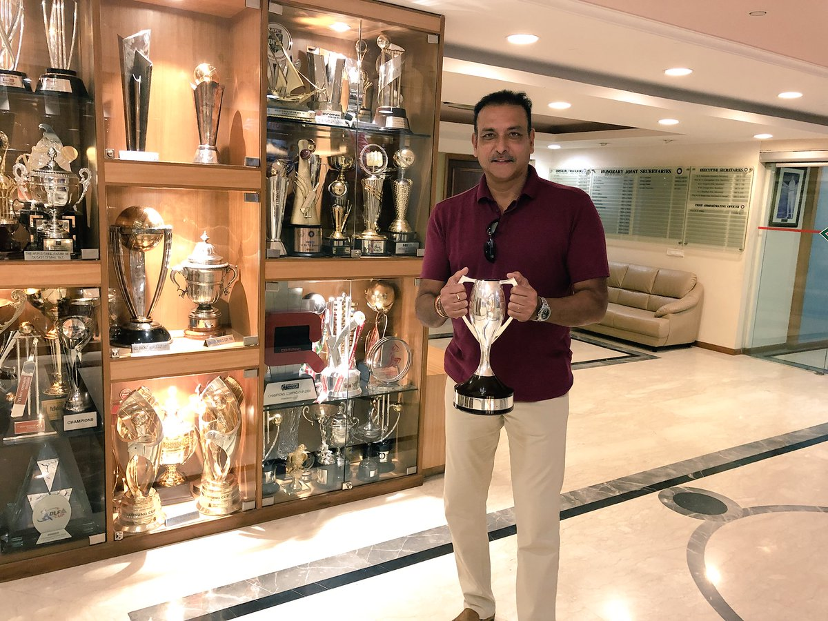 RT @RaviShastriOfc: Great to hold the world championship of cricket trophy after 33 years #TeamIndia https://t.co/rO8chAvJE1