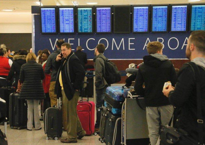 Higher fuel costs, storms drive down Delta profit