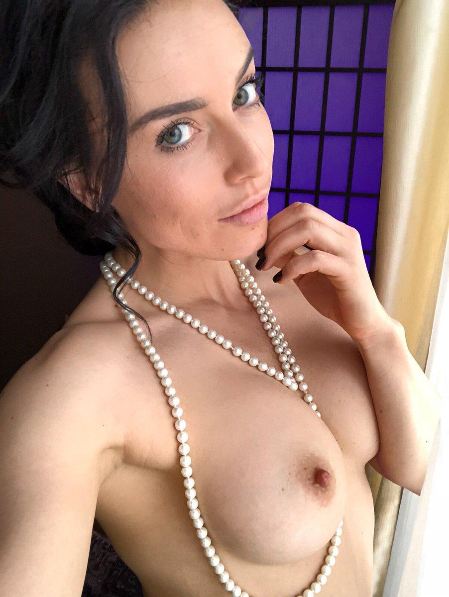 RT, if you like boobs!🙈 AB9fsac61Y