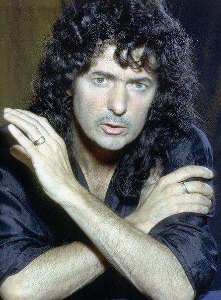 Happy 73d birthday to the guitar giant Ritchie Blackmore!!