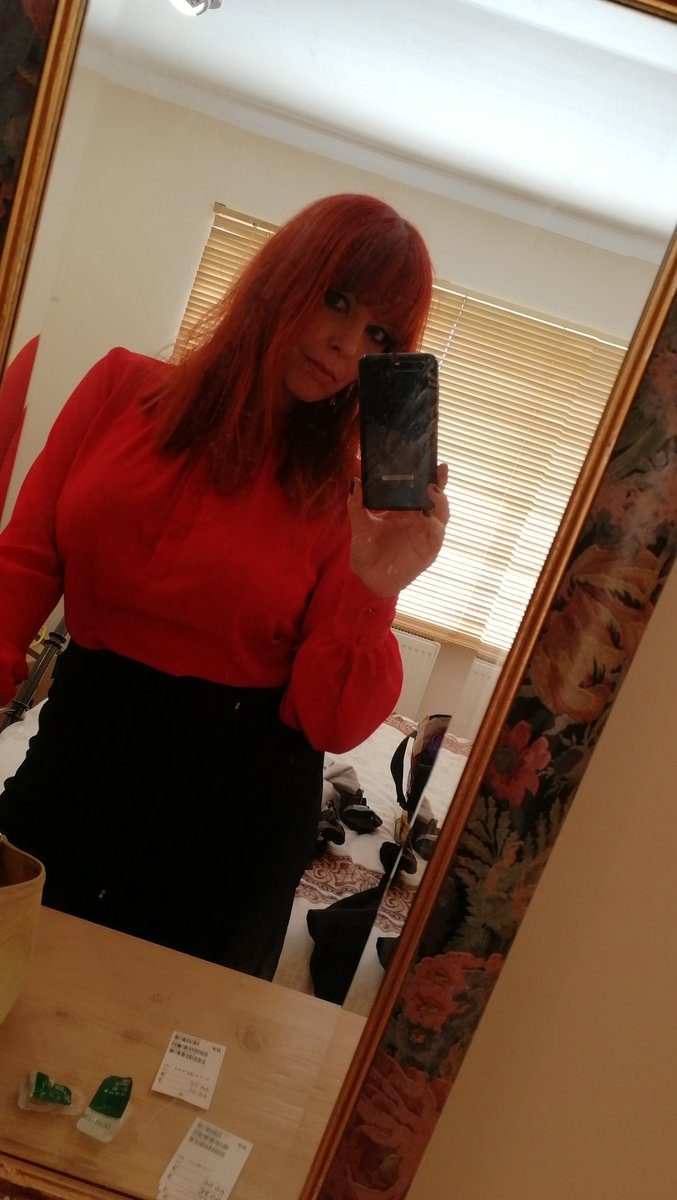 1 pic. Loved this red blouse today from the shoot.... 😍 wuwR0UxqpQ