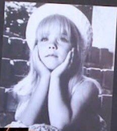 This is the only one I have. I was 5 ish #oldheadshot https://t.co/6PI0ViG0We