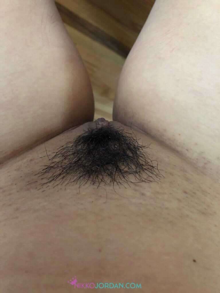 Freshly shaved pussy...now I just need someone to fuck it. Any takers?? 😜😻😻 jj7FfMJ0bO