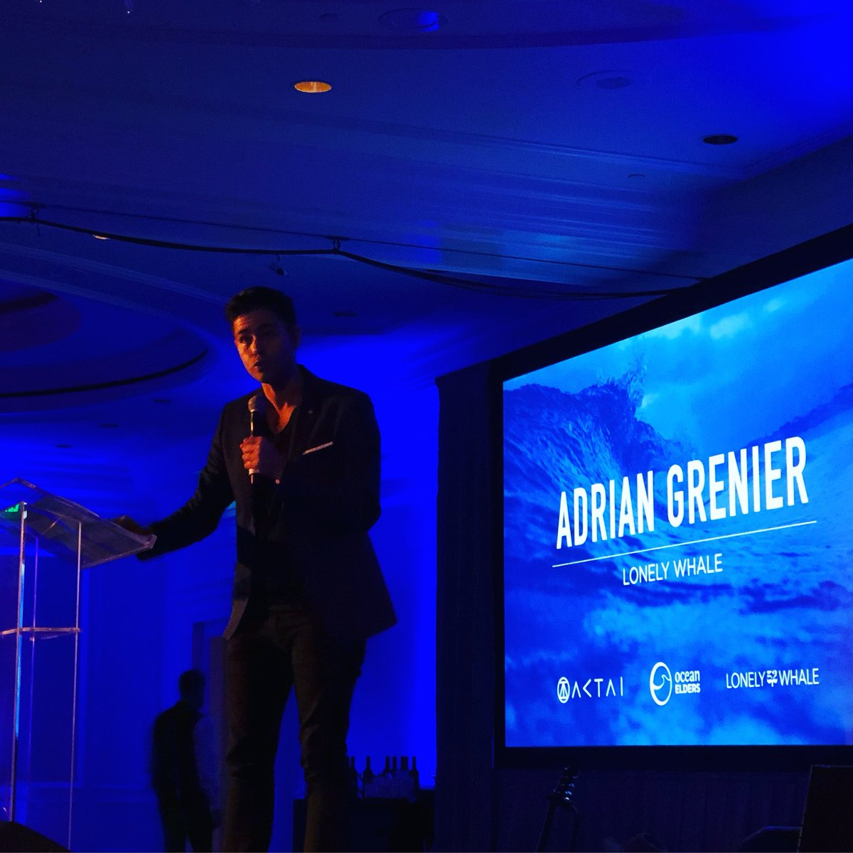 RT @Jason: Nicely done @adriangrenier & @lonelywhale team!  ???? ❤️ https://t.co/8YmNEOvrpp