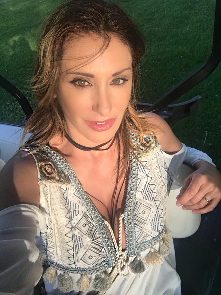 Working on my new video... buona domenica!!#sabrinasalerno #dress by #raphaellemestre #sunday #smile https://t.co/FhxY5VzF5s