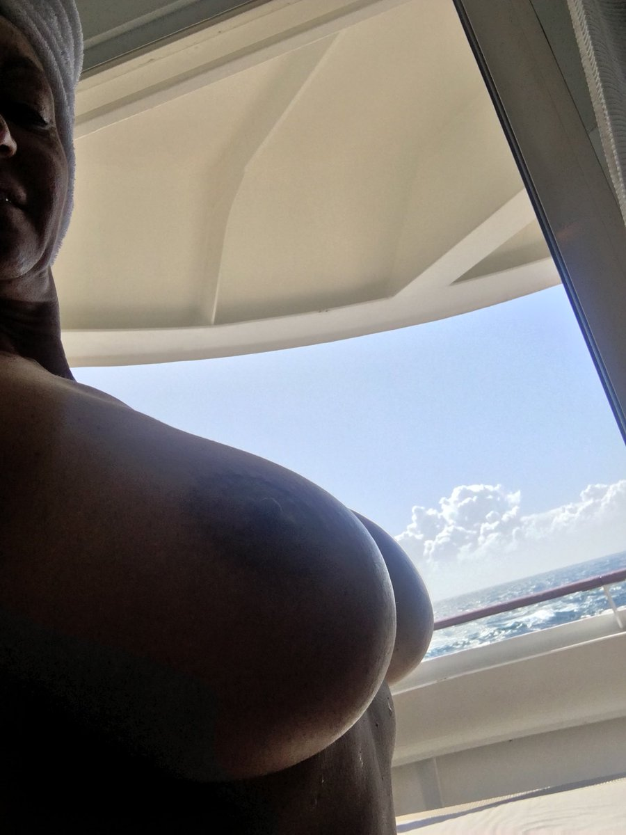 Getting an all over tan in my suite on my cruise XbDXl233tJ