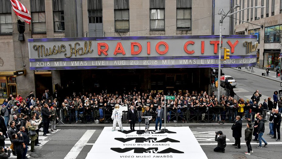 MTV VMAs set return to Radio City Music Hall, Monday show