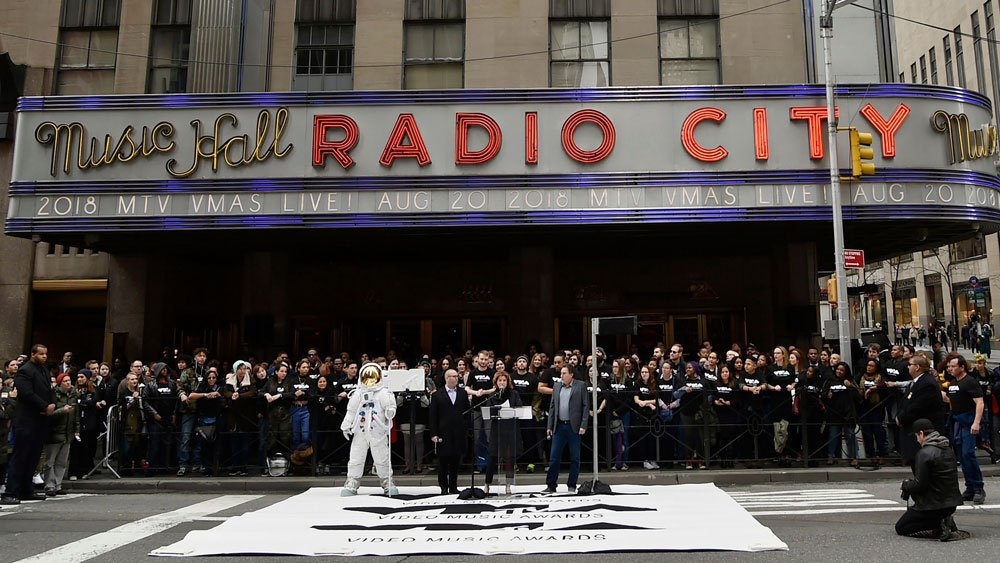 MTV's VMAs will air live from Radio City Music Hall on Aug. 20