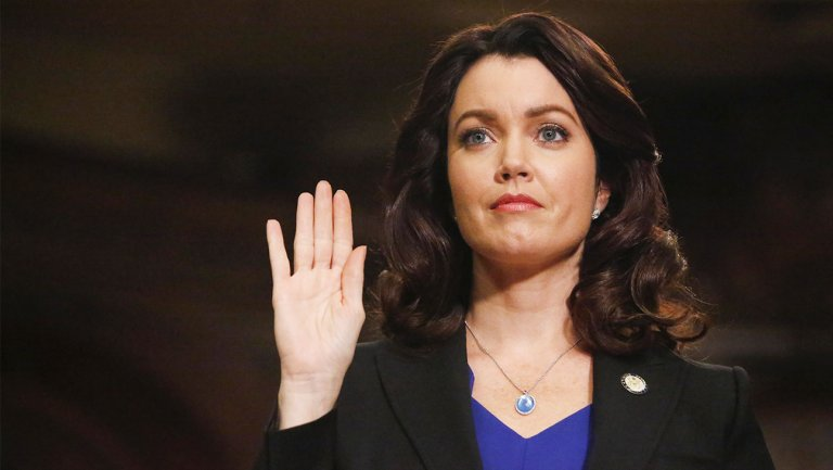 #Scandal Star @BellamyYoung: What I Learned in Shondaland https://t.co/IhvAMwHMrD #ScandalFinale https://t.co/dgDS49q1cR