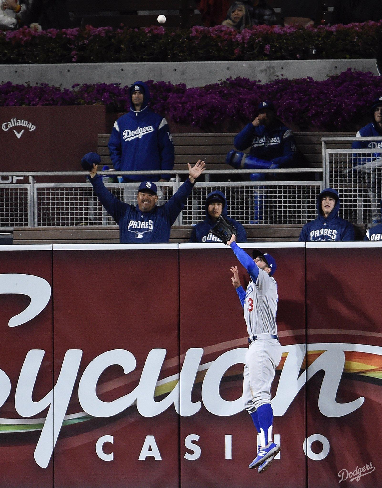 All eyes on CT3. #Dodgers https://t.co/qaITfRSDpQ