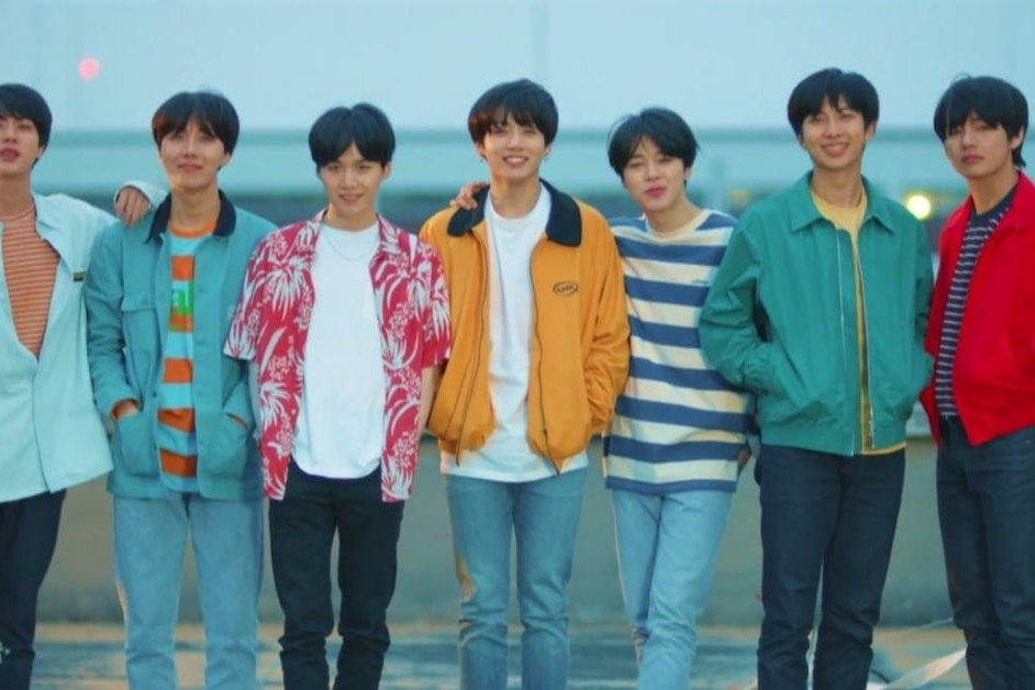 """BTS Wore This Streetwear Brand in the """"Euphoria"""" Video and They  Immediately Sold Out https://t.co/loYAbhrlif https://t.co/dLL5ul9AJI"""