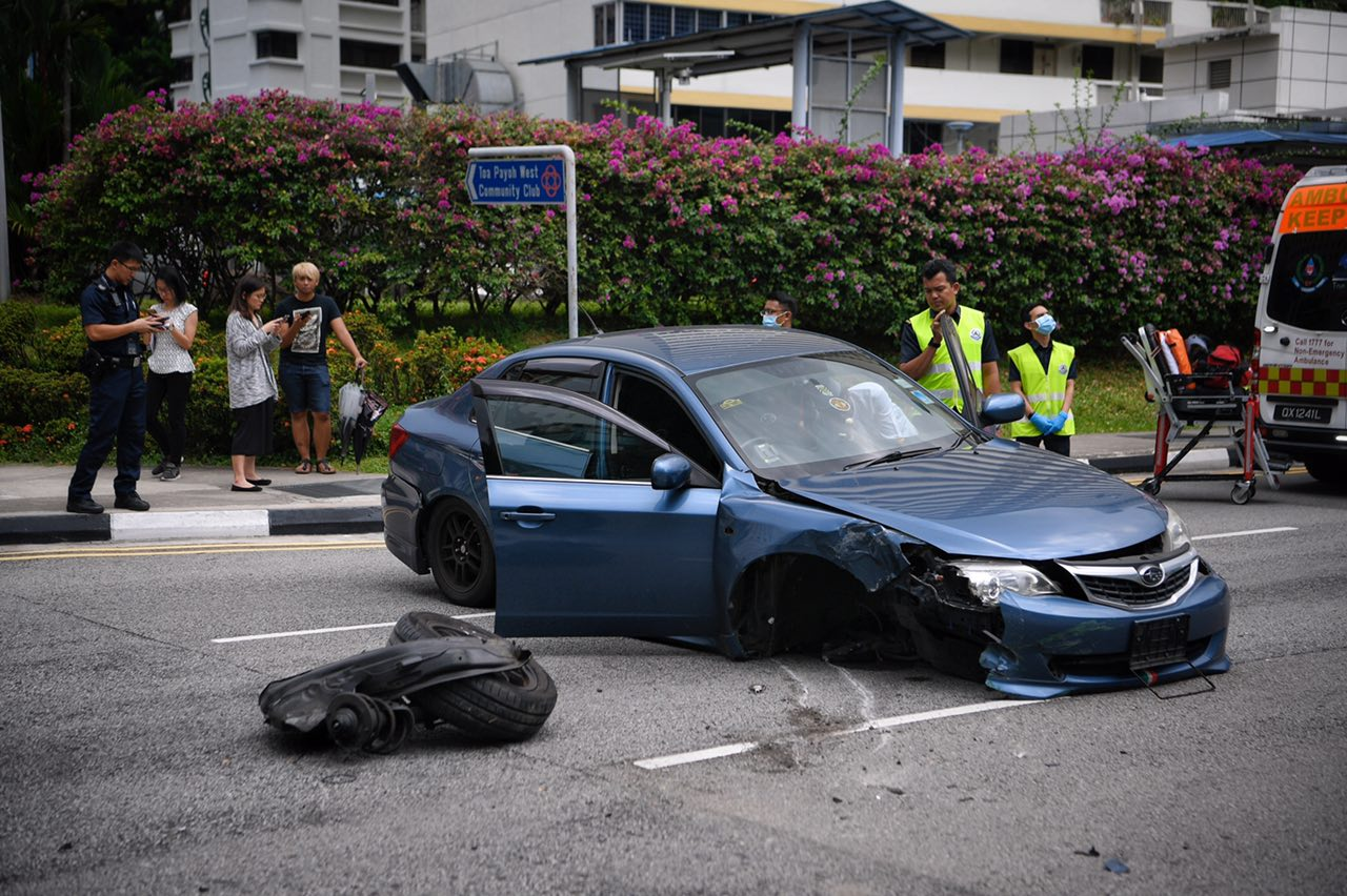 Man loses control of car after sneezing, crashes into road in Braddell https://t.co/ESi17bgDXu https://t.co/gfQdyvP5yd