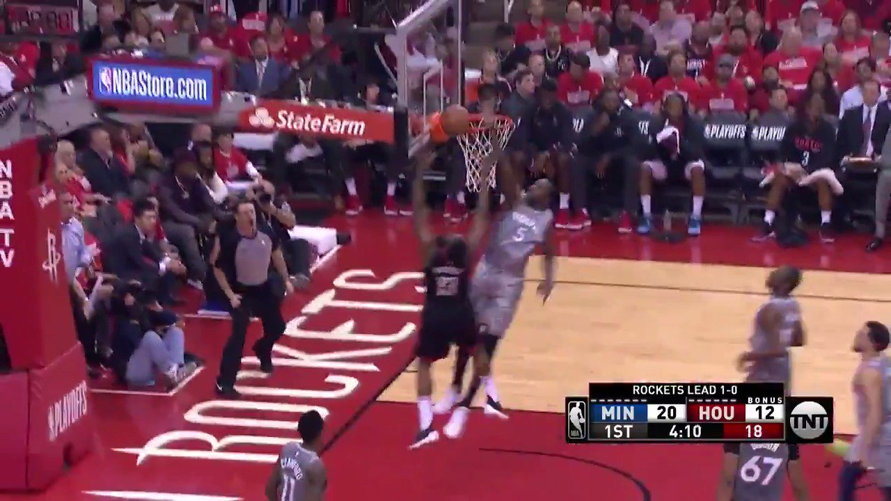 Gorgui Dieng denies it off the backboard!  #AllEyesNorth lead by 7 in the 1st quarter.  ��: @NBAonTNT https://t.co/EOKrpAnUj7