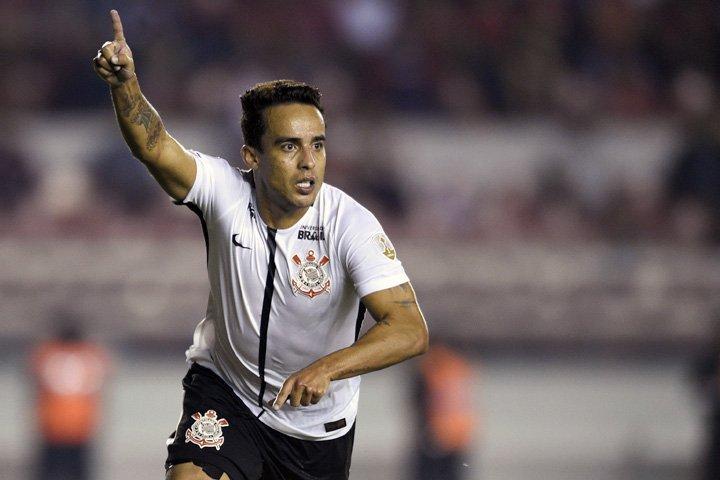 @BroadcastImagem: Com gol de Jadson, Corinthians vence Independiente pela Libertadores, na Argentina. Gustavo Garello/AP