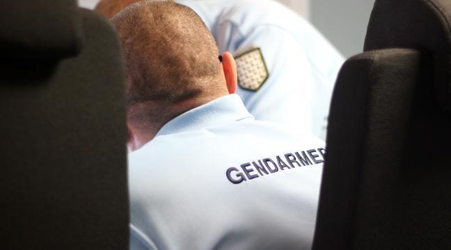 Bretagne: Un conducteur mis en examen après la découverte d'un homme mort sur la route