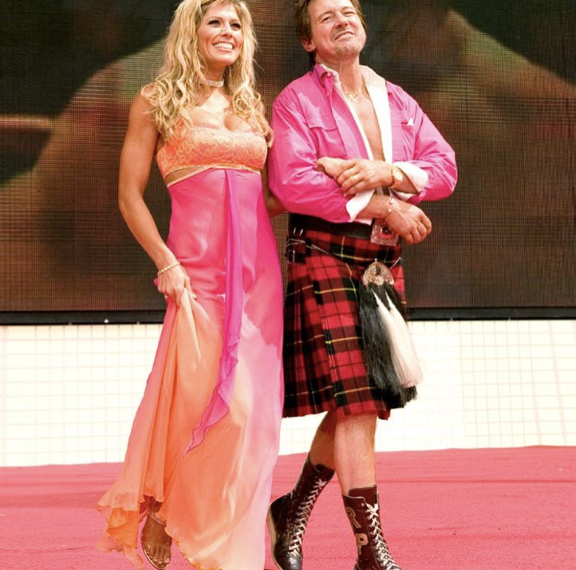 #TBT to Roddy Piper's Hall of fame induction. What an honor to walk him out at Wrestlemania! Such a great guy. ???????? https://t.co/QoD3HESeeo