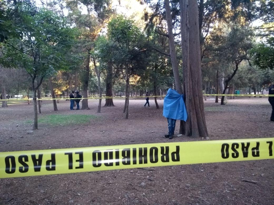 Circuito Gandhi : Descubren a una persona sin vida colgada de un árbol en circuito