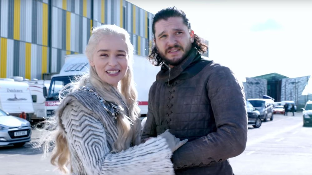 .@EmiliaClarke teases GameOfThrones set visit for charity