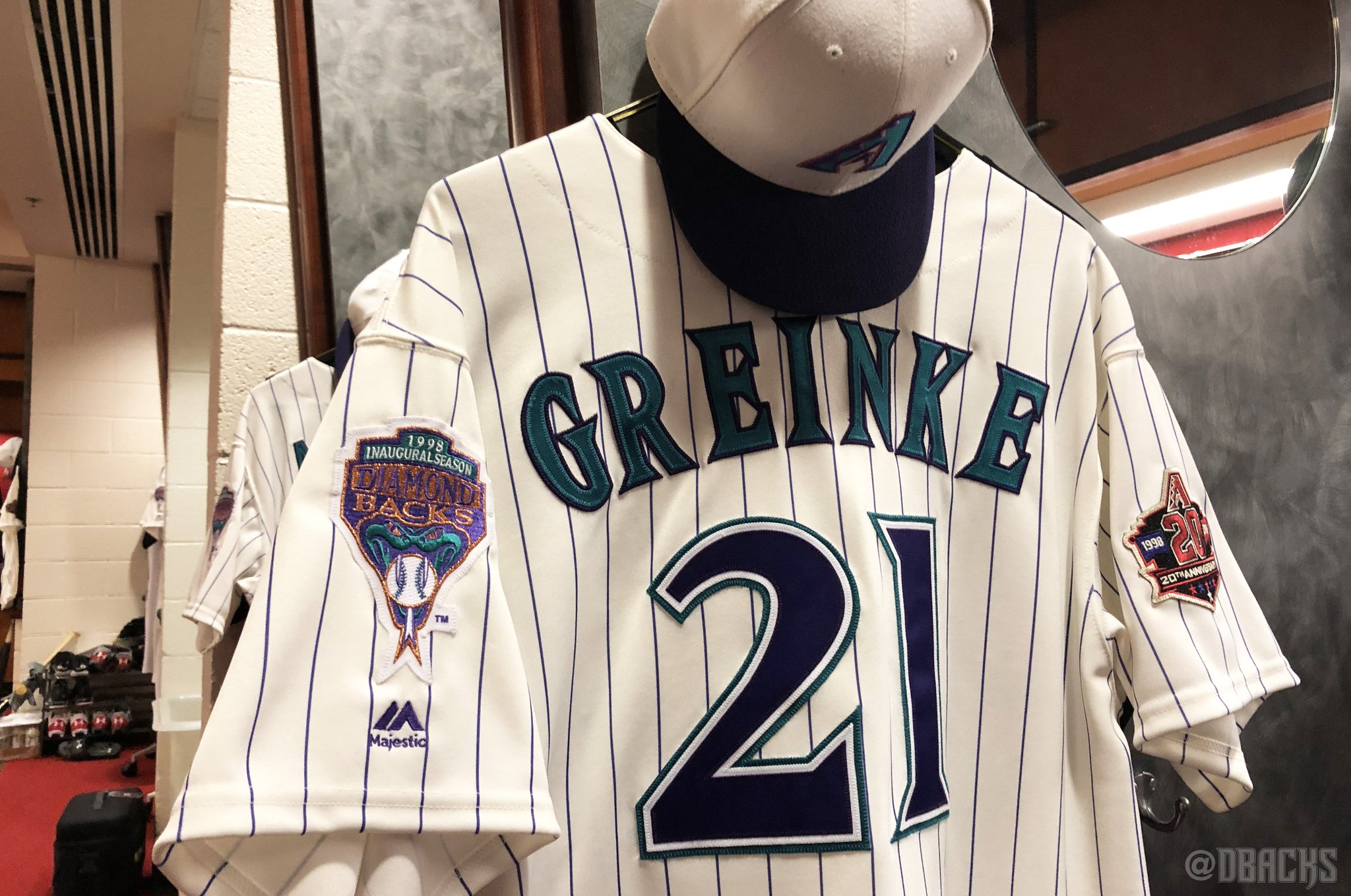 Throwing it back to the inaugural season on #DbacksTBT. �� https://t.co/8oR0Q4CnZw