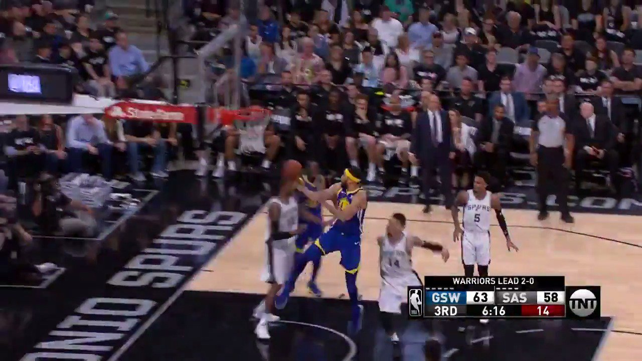 JaVale McGee eurosteps his way to the rack!  #DubNation back on top by 9 with 4:45 to go in Q3.  WATCH on @NBAonTNT https://t.co/AjE1VErH0u