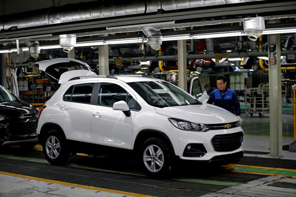 GM Korea and union in talks Friday afternoon, seek to ward off bankruptcy https://t.co/8vpirYRtB3 https://t.co/x3nzFMRsPB