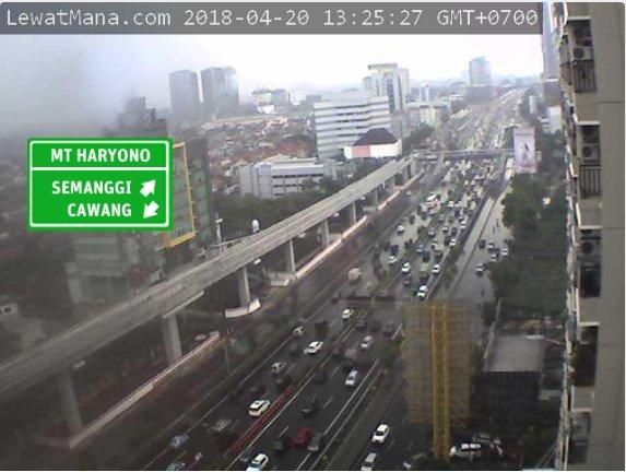 13:26 Tol Dalam Kota dr Cawang arah Semanggi macet, tersendat di Exit Tegal Parang & Polda.  #JKTT (via H1) https://t.co/X5MMted8lN