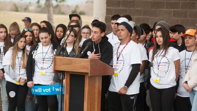 Columbine students hold voter registration rally ahead of 19th anniversary of shooting https://t.co/GO6ZYmhX6m https://t.co/3DvHhRAJvp