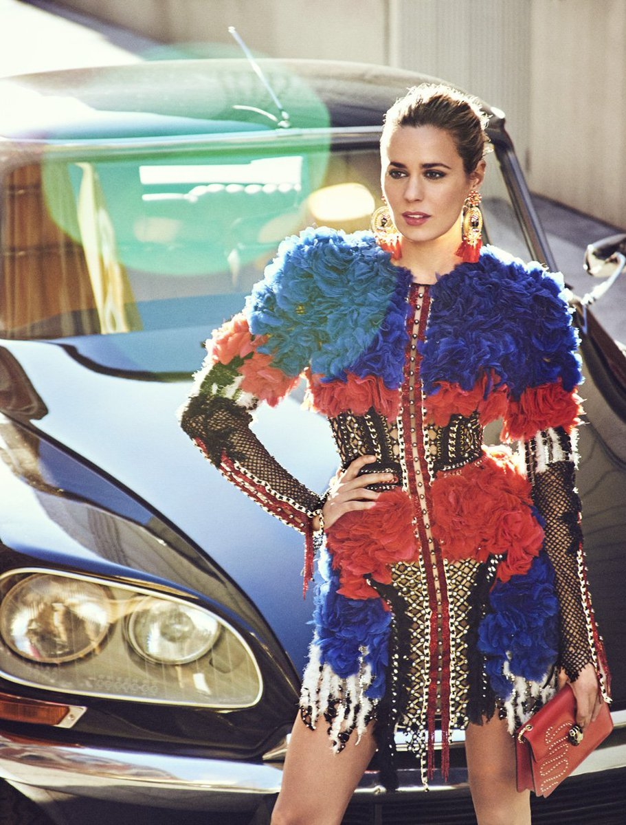 SUMMER FEELING, Claudia Osborne by @msierrastudio wears #BALMAINSS18 styled by @NatyAbascal for @hola https://t.co/vnHnVJqb45