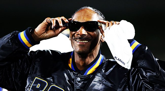 RT @UPROXXSports: Snoop Dogg's most impressive act might be in coaching and youth football https://t.co/ZvEHNB0NbG https://t.co/Ms1rmC9sR2