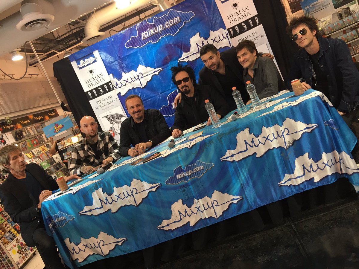 RT @MixupTeam: La banda completa #HumanDrama continúa firmando autógrafos en #Mixup @reforma_222 #HumanDramaEnMixup https://t.co/3Px0RWLofh