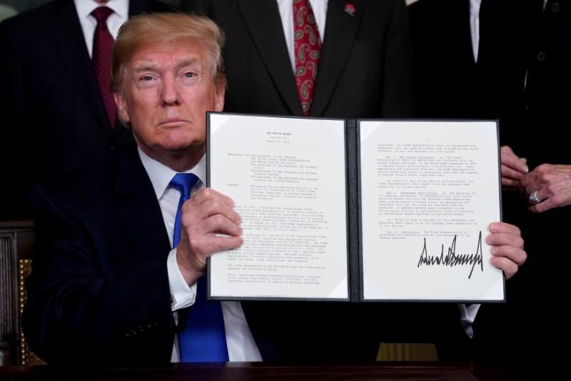 Trump's next $100 billion tariff dilemma: hit Wal-Mart or Apple Store? https://t.co/XjmAQ6jAh5 https://t.co/em9SlAAgSq