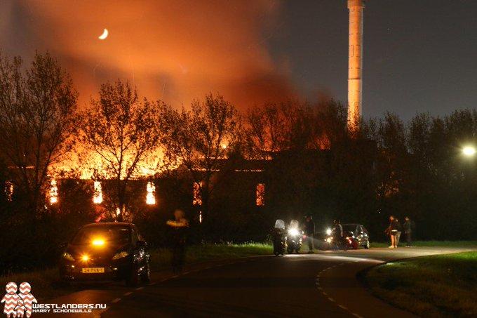 Zeer grote brand bij Van Vliet Contrans https://t.co/HpqgfUCvfo https://t.co/tajFLwx62c