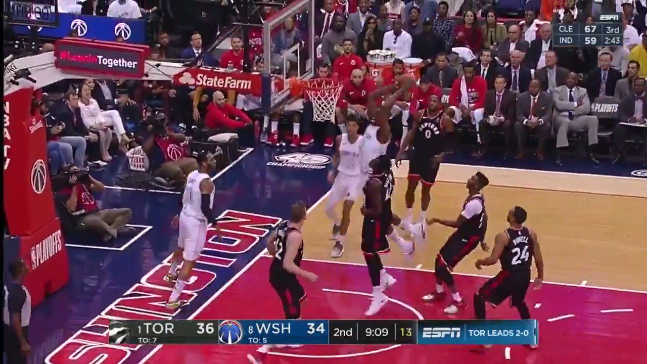 Mike Scott sets up Ian Mahinmi for the jam!  #DCFamily is on a 22-9 run over the last 6 minutes.  ��: ESPN2 https://t.co/eu5mSmJM7s
