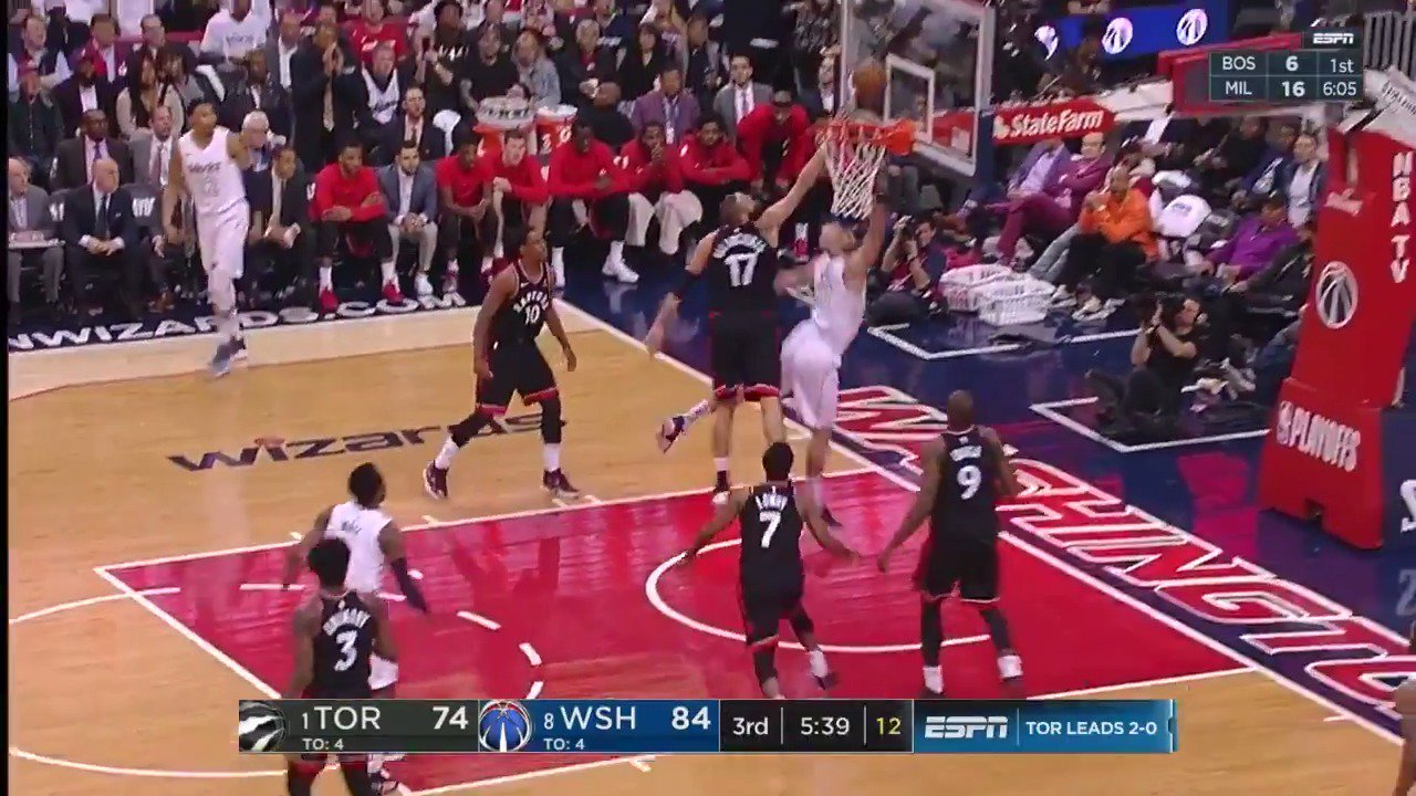 John Wall with the pretty dish to Marcin Gortat rolling!  #DCFamily on a 15-3 burst in the 3rd.   ��: ESPN2 https://t.co/KCHfM68LCQ